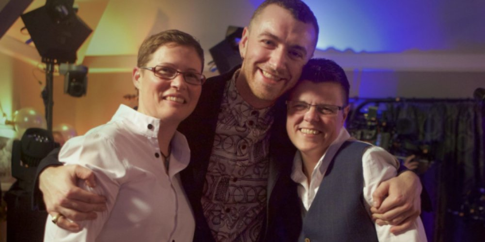 Sam Smith na lesbijskim ślubie